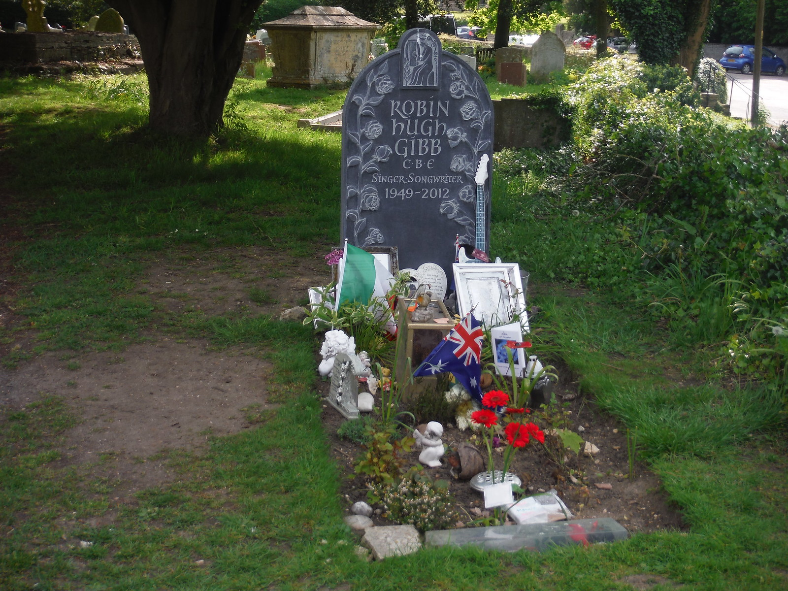Robin Gibb's Grave, St. Mary the Virgin, Thame SWC Walk 190 - Thame Circular
