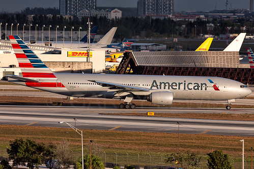 usa america sunrise canon airplane eos unitedstates florida miami aircraft aviation jet aeroplane american mia boeing heavy americanairlines tamron flugzeug 777 aa airliner avion aal widebody oneworld 777200 tripleseven 777200er b772 kmia n790an 150600 5dmarkiii