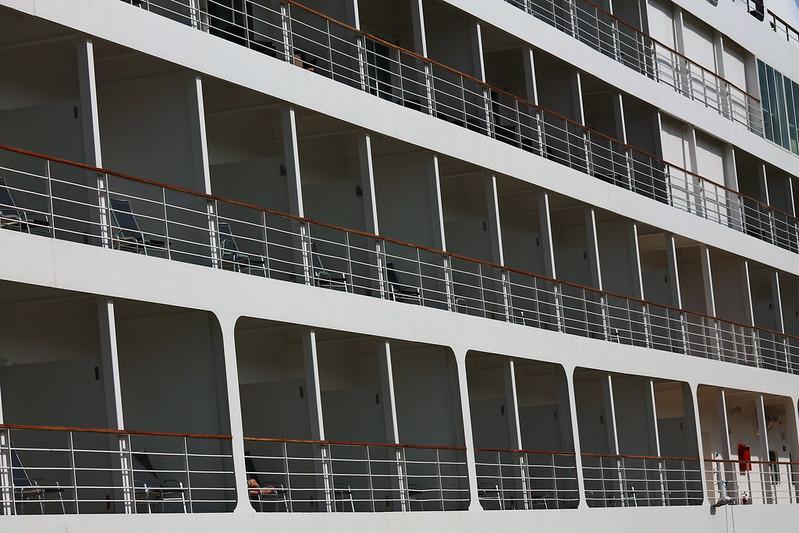 Building - Paquebot Silver Whisper dans le Port de la Lune, Bordeaux - 10 mai 2012