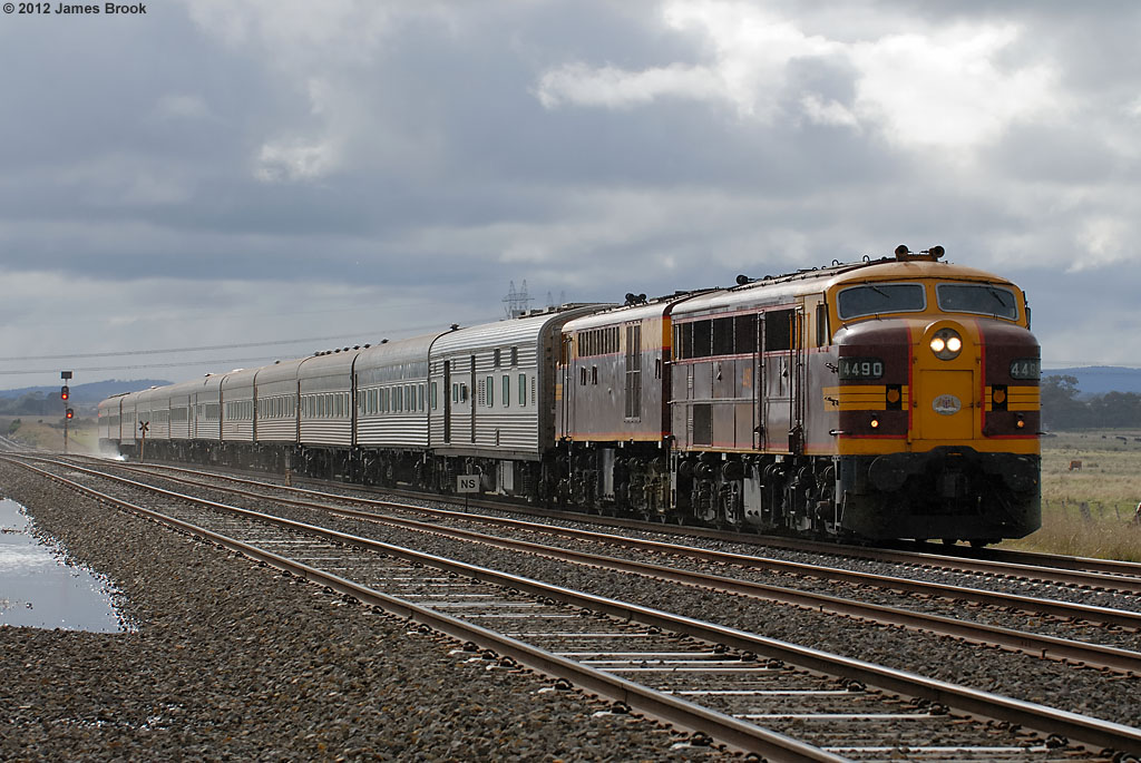 4490 and 4306 at Summerhill Rd with 6L63 by James Brook