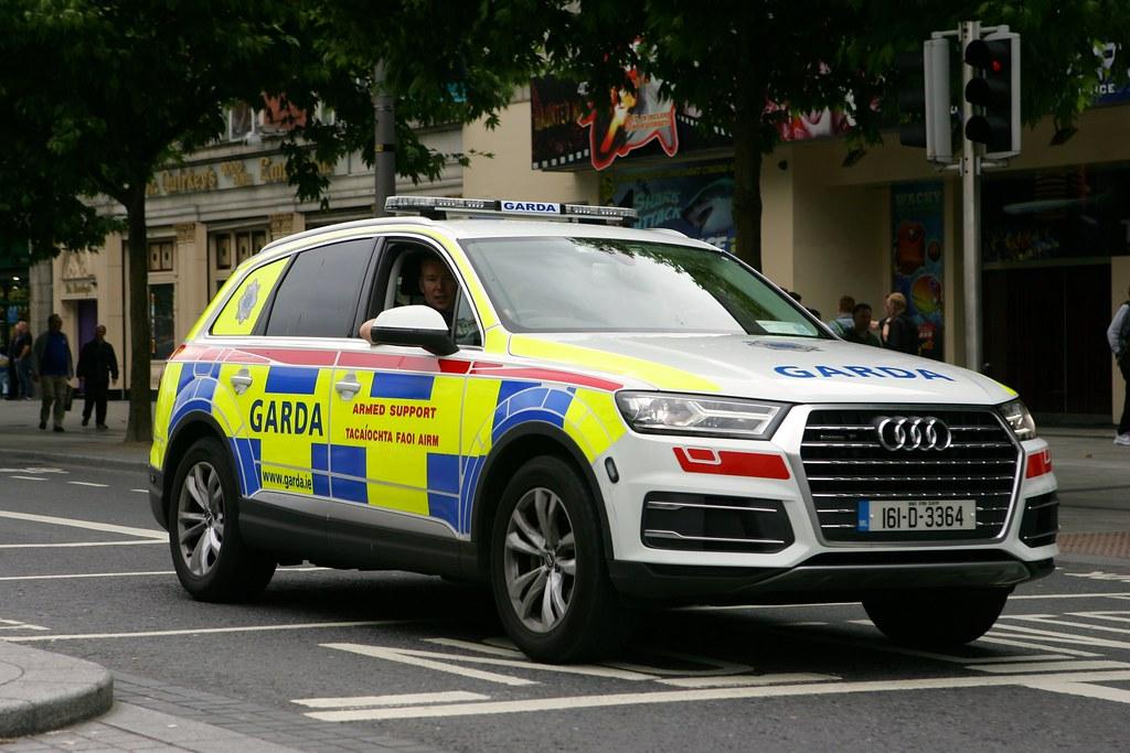 Garda Armed Support Unit Audi Q7 | D464-Darren Hall | Flickr