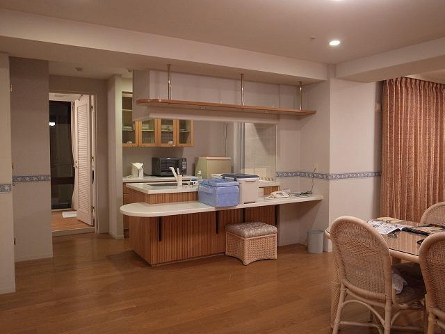<p>a)キッチンにはクーラーボックス・発泡スチロールボックス</p>