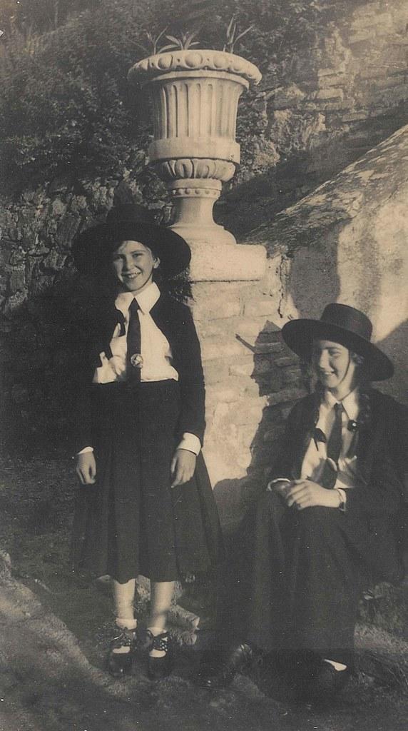 Anna y Tess Campbell en Toledo en 1936, preparadas para ir  a la plaza de toros. Cortesía de Tess Campbell y Joseph Pierce