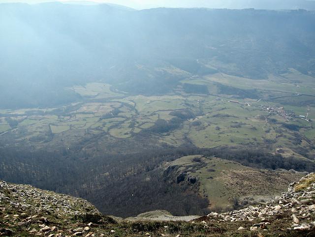 Cortina de niebla sobre el valle de Sakana