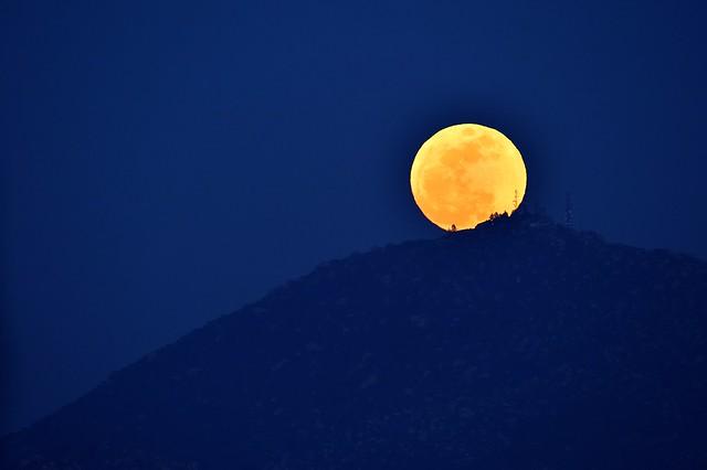 Perigeal Moon Rise 2 Nippon Kogaku 600mm P 5.6 F5.6 at F8 D3 Nikon Nikkor