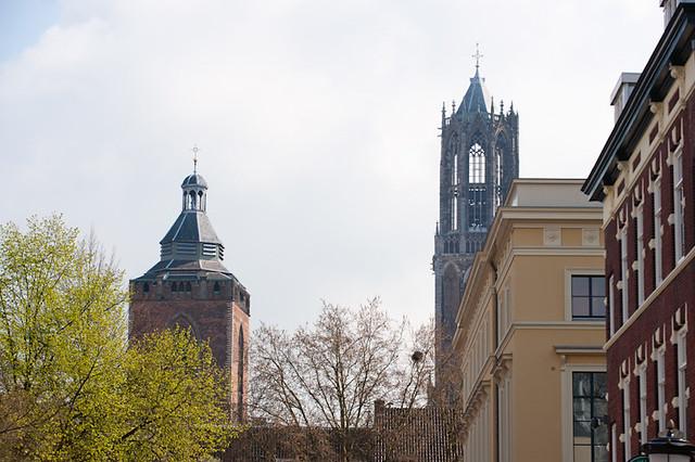 Uitzicht op de Domtoren en de Buurkerk vanaf de Mariaplaats te Utrecht