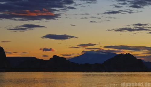morning arizona usa cloud mountain lake clouds dawn see utah twilight ut desert wolke wolken az page dämmerung morgen lakepowell wüste wahweap lonerock alpenbildde