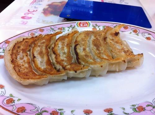 勢い余って餃子の王将でも餃子食べてみた。 | by Hisashi Photos