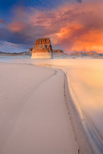 light sunset sky southwest color reflection water clouds landscape utah nikon lakepowell glencanyon lonerock wahweapbay