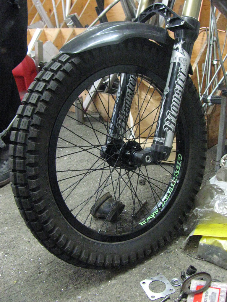 SuperBeef moped wheel build | Naz is mounting a Marzocchi DH
