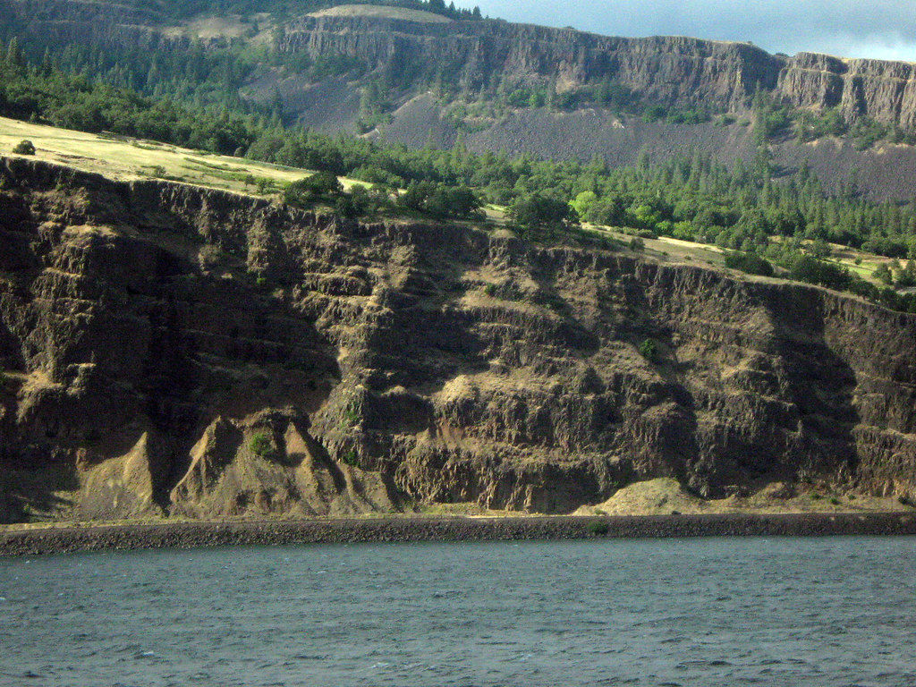 Geology along the Columbia River gorge