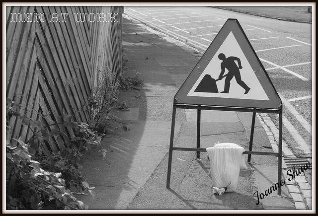 IMG_0319 men at work sign