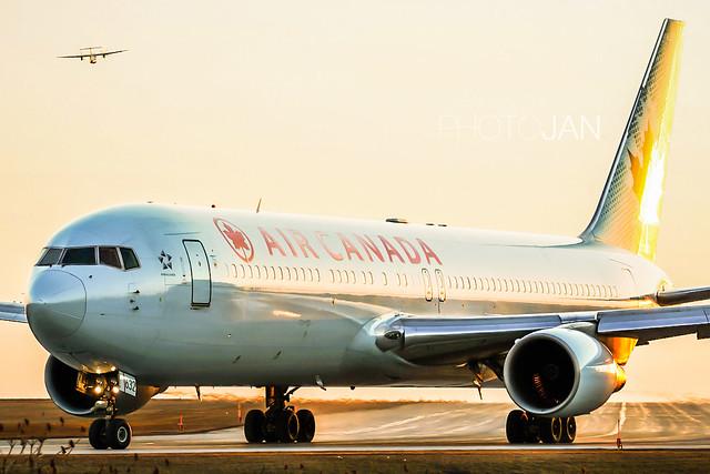 Air Canada | Boeing 767-333/ER | C-FMWQ | CYOW
