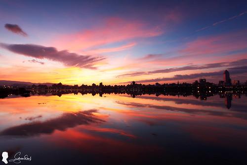 light clouds sunrise canon taiwan taipei 台灣 台北 雲 skyfire 日出 ef1740 火燒雲 晨彩 eos5d2 忠孝碼頭