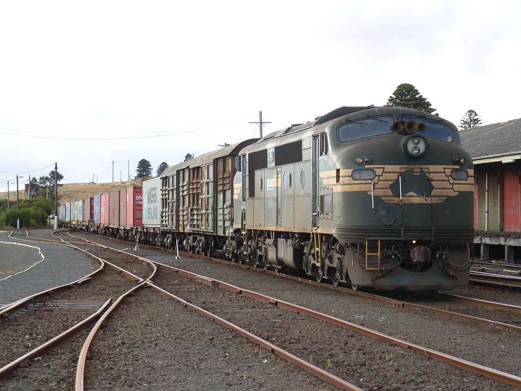 A85 in Warrnambool with a freight by bukk05