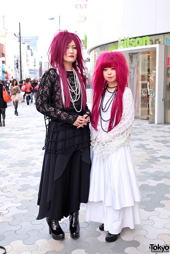 Visual Kei Fashion in Harajuku | Two girls in eye-catching J