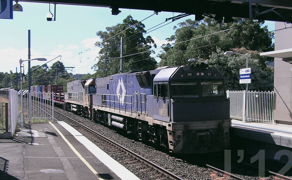 2009.05.01  -NR57 Loco rolls through @Meadowbank by James 460