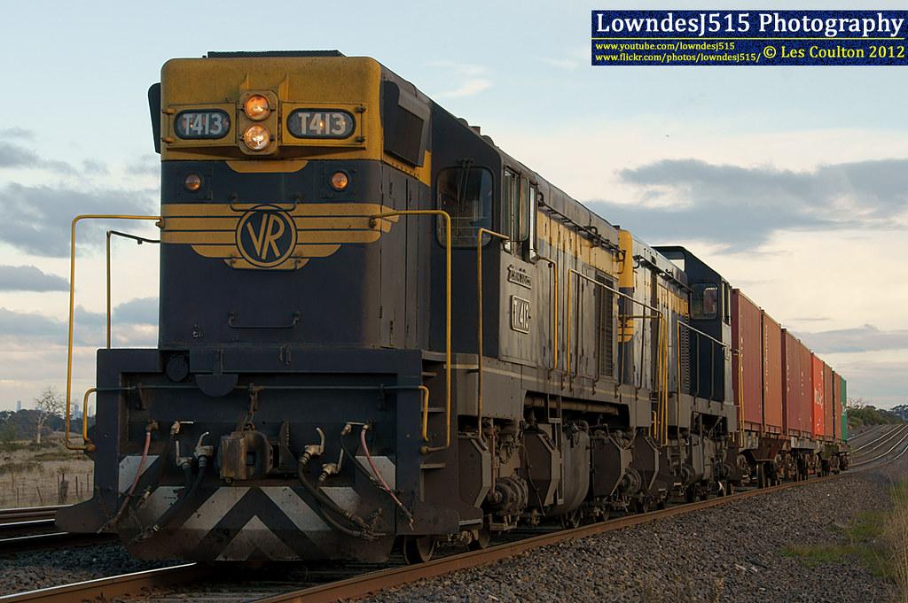 T413 & T364 at Craigieburn by LowndesJ515