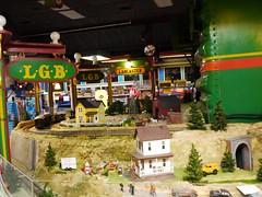 土, 2012-10-27 18:47 - Red Caboose Motelの売店