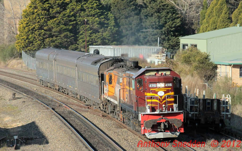4918+4819 SK83 AK Cars at Mittagong by Anthony