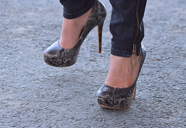 2012-03-22 (155) r7 high heels at Laurel Park