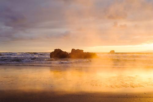 new newzealand hot slr pool fog sunrise nikon day waves steam pacificocean zealand nz waikato northisland sonnenaufgang neuseeland hotwaterbeach pazifik dampf travelphotography ostküste nordinsel reisefotografie thermalquellen