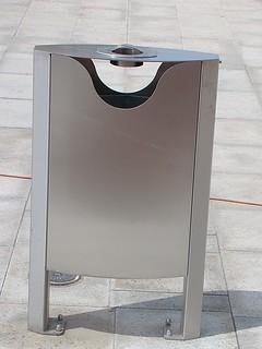 Nem szeretné ha parkjában szemetelnének, de egy szemetes elrondítaná azt? Válassza stílusos hulladékgyűjtőinket!