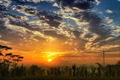 landscape jawatengah flickrtoday goldensunrise hdrimage banyumas gunungsindorosumbing canoneos1100d petersimonlewier palasundang piasakulon karangbangkang
