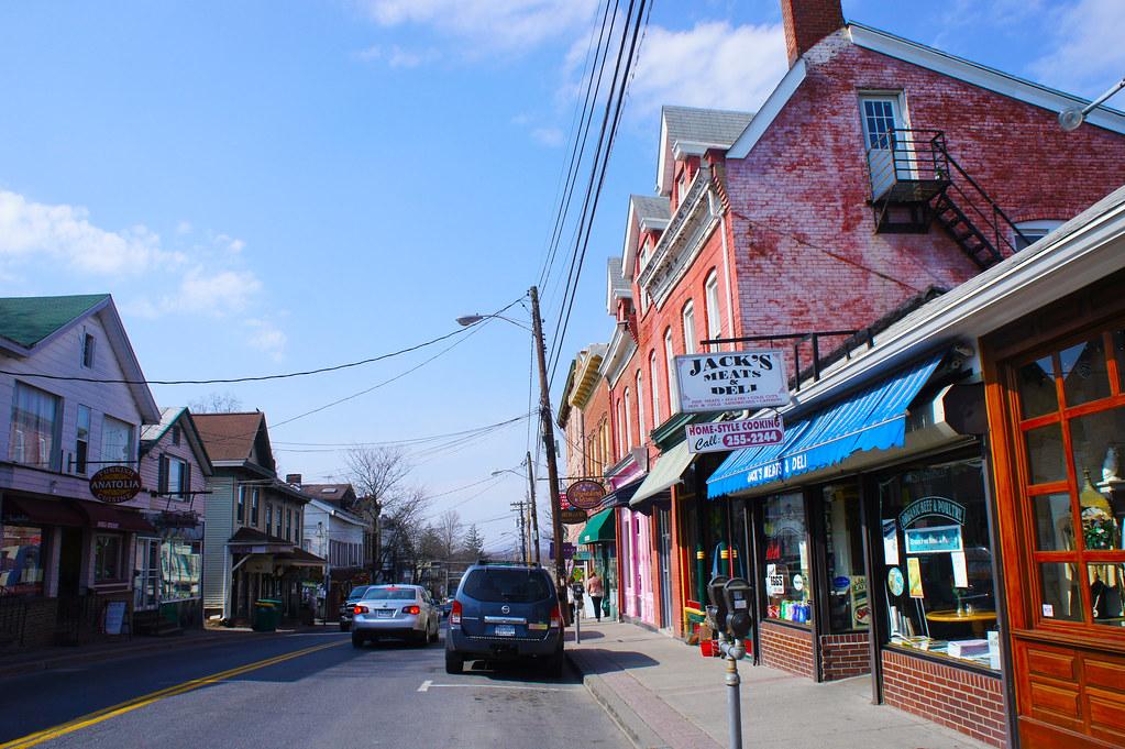 New Paltz New York >> Main Street New Paltz Ny The Village Of New Paltz Has A B