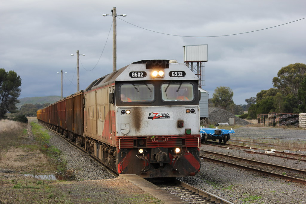 G532 waits for the all clear to proceed to Hamilton with a loaded mineral sands by bukk05
