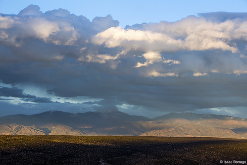 uploadedviaflickrqcom mountains desert clouds storm peaks shadows sunset evening sangredecristomountains newmexico canonrebelt4i whiterock unitedstates america usa landofenchantment southwest goldenhour lighting light