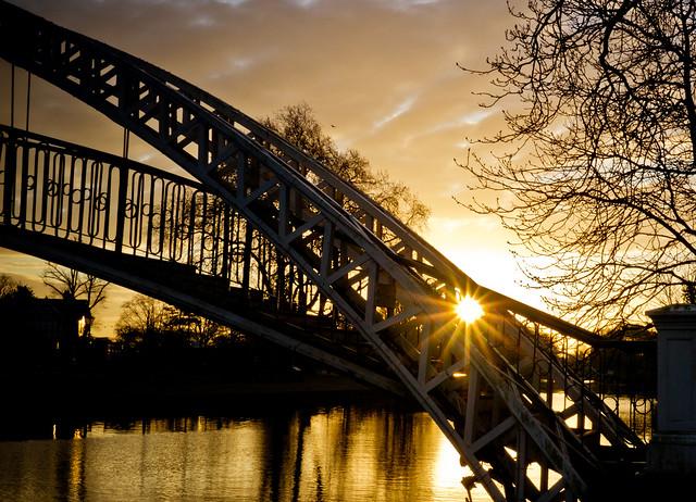 Bedford suspension footbridge