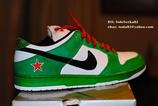 nike dunks with starts on them