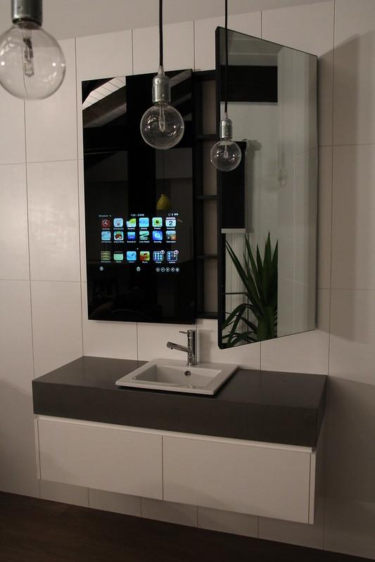 fluidr  oversized ipadiphoneipod mirror cabinet