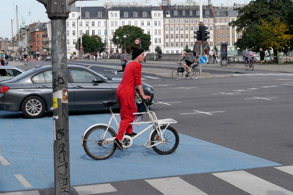 Uitgelezene Fashionable red jumpsuit woman riding a short john cargo b… | Flickr NW-41