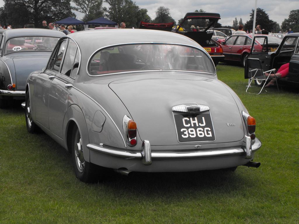 Daimler V8-250 - CHJ 396G
