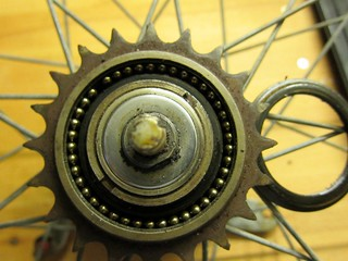 what´s in a The Villiers hub 1954 Gazelle Ideaal - take a look at the parts of this bearing