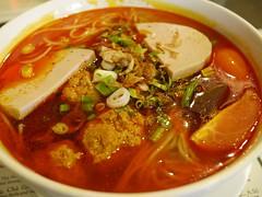 日, 2012-07-01 13:07 - Bun Rieu(肉団子とトマト入りのカニ味噌汁ビーフン)
