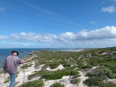 do, 28/06/2012 - 08:23 - 064. Rondje East Wallaby is ongeveer 7 km, in de verte het eiland waar Wiebes mannen wel water vonden