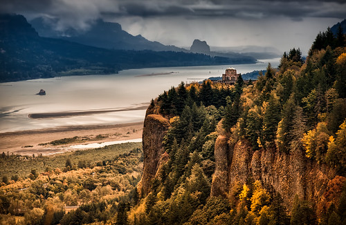 autumn storm fall nature rain clouds oregon forest canon river portland landscape outdoors photography day fallcolor view northwest stormy cliffs fallfoliage columbiariver pacificnorthwest vista crownpoint columbiarivergorge vistahouse beaconrock