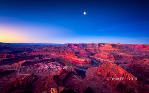 park travel moon mountains southwest rock clouds sunrise river landscape utah sandstone shadows view unitedstates desert objects landmark canyon cliffs erosion national canyonlands vista moab geology wilderness viewpoint arid mesa attraction formations deadhorse