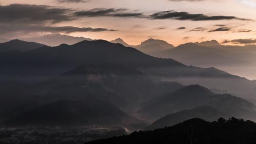 nepal pokhara sarangkot mountains himalaya himalayan himalayanfoothills himalayafoothills dawn sunrise daybreak fog foggy sunray lightray weather