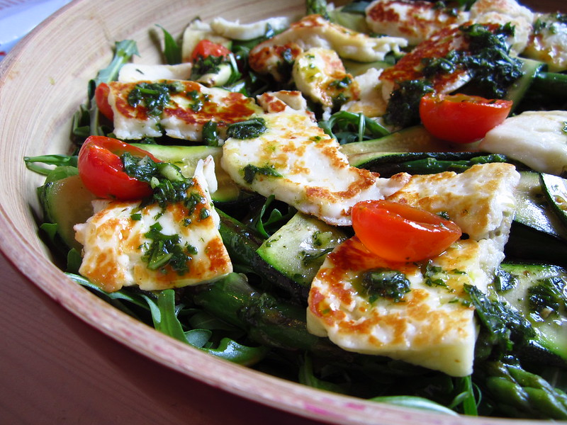 Halloumi & pesto salad with asparagus