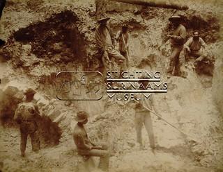 Goudwinning | by Stichting Surinaams Museum