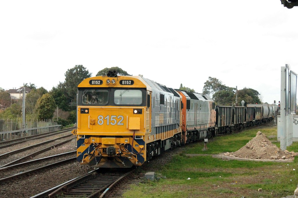 8152+DL44 on Bedrock Betty at Marrickville by Anthony