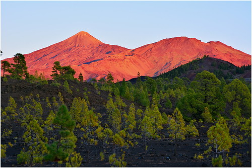 redglowing elteide sunset sun sunsettime spain spanishisland lava lavafield canaryisland canary red mountain d7100 nikon vulcano