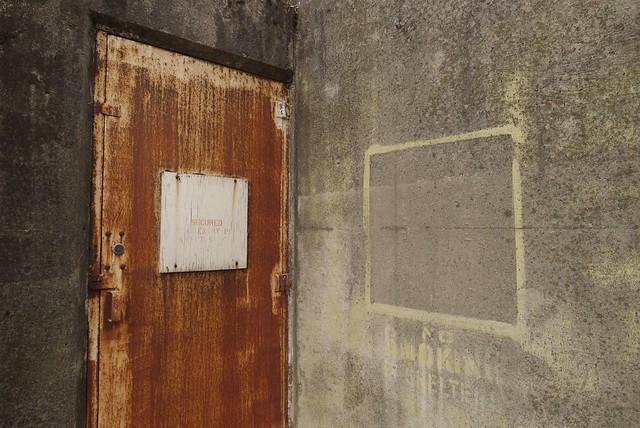 bunker door v
