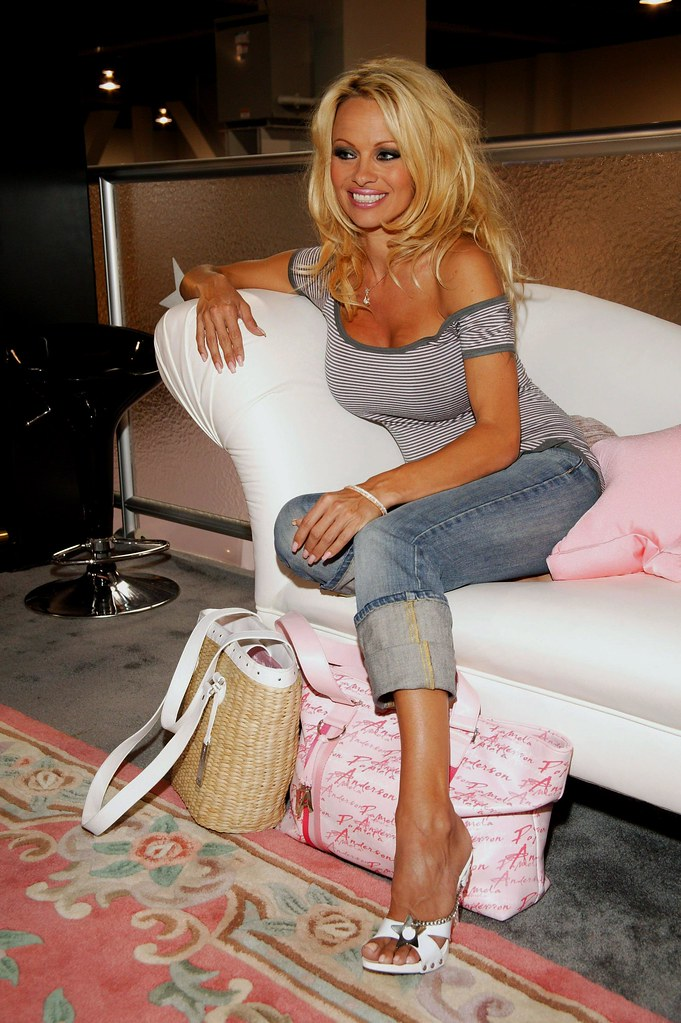 Feet pamela anderson Pamela Anderson's