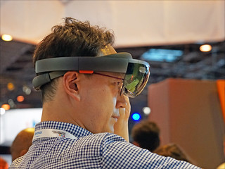 Le casque HoloLens de Microsoft (Salon Viva Technology, Paris) | by dalbera