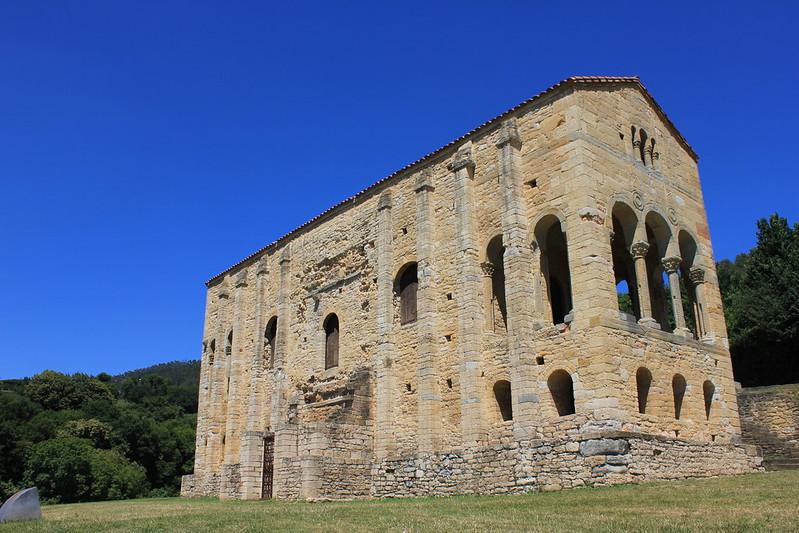 Santa María del Naranco-fachada sur-003